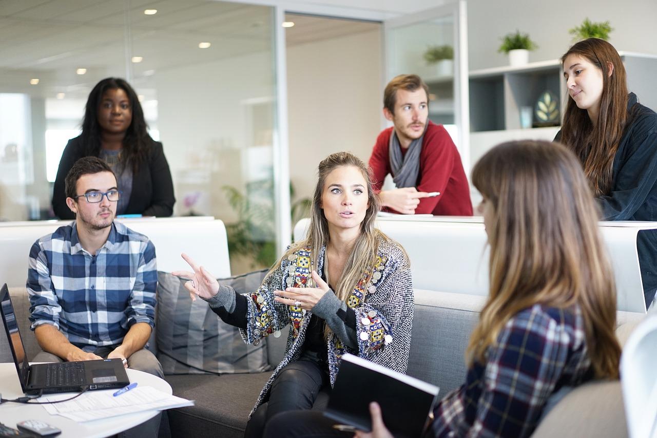 Jak sprawnie komunikować się z pracownikami podczas zarządzania?